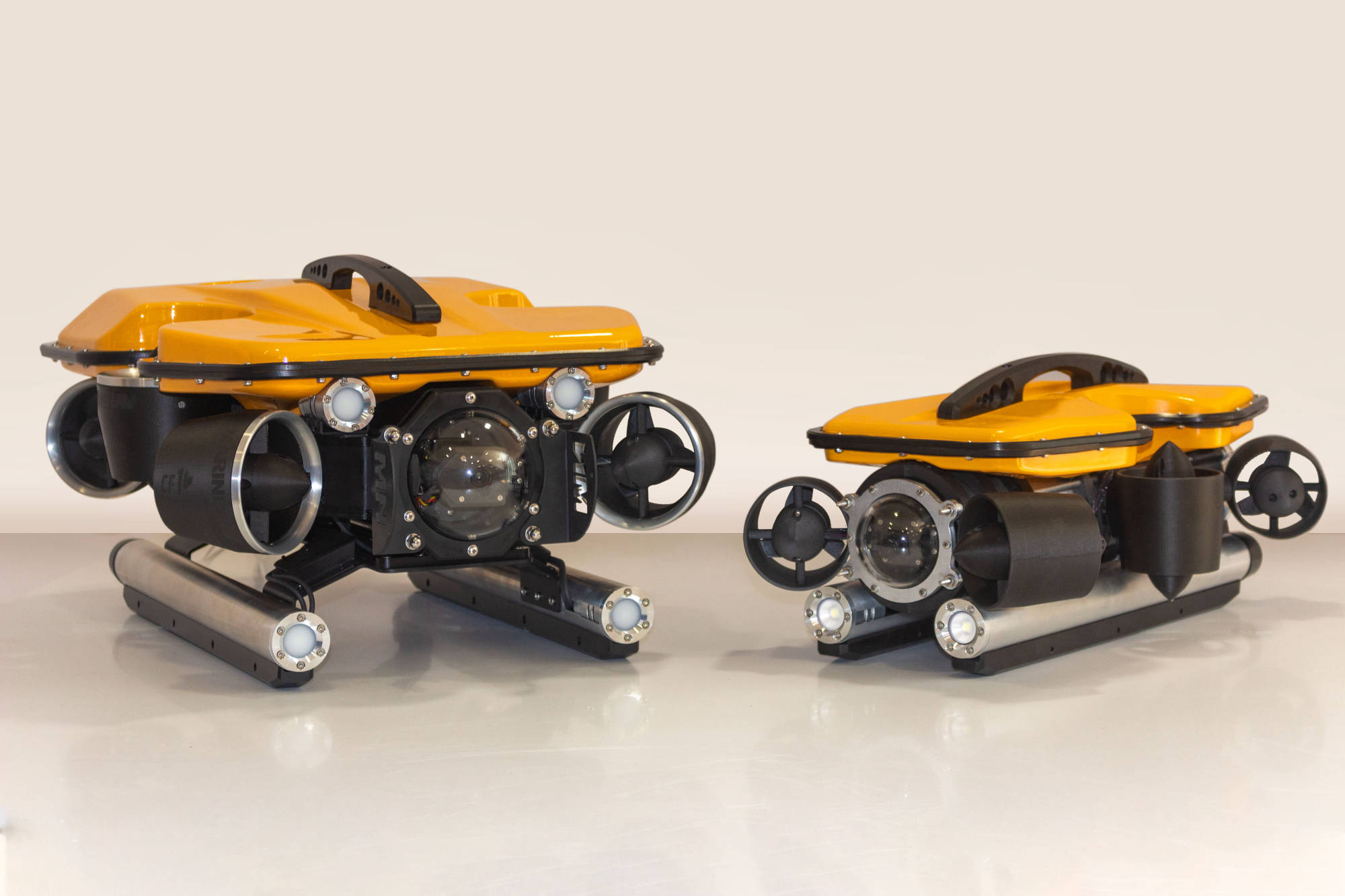 Oceanus Pro and Mini ROV - sizing comparison